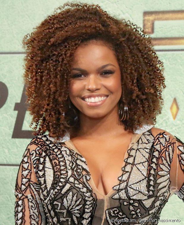 @jeniffer_nascimento é atriz, cantora, embaixadora Diva Niely e arrasa muito com seu cabelo crespo maravilhoso