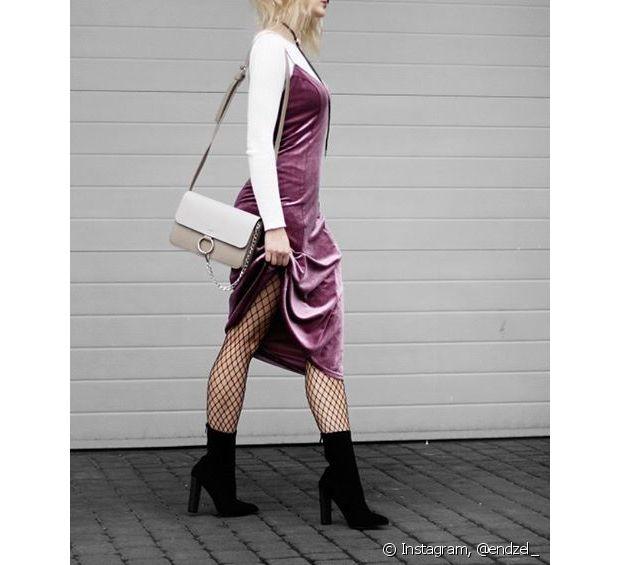 A meia arrastão com vestido é fácil de combinar e fica muito sensual