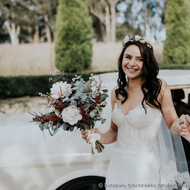As flores também são detalhes românticos e podem ser usadas com o véu