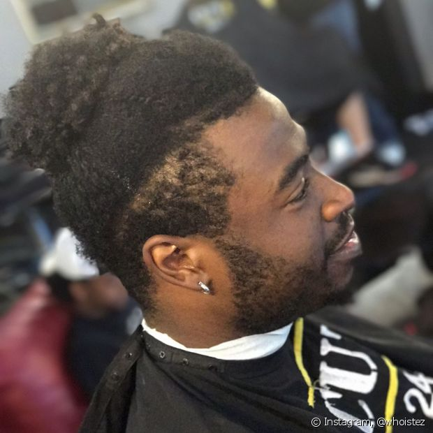 O volume de cabelo no topo da cabeça pode ser mantido e só as laterais raspadas