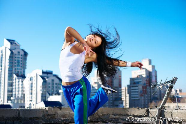 Não precisa saber dançar para acompanhar as aulas, o objetivo não é formar bailarinas e, sim, fazer a atividade