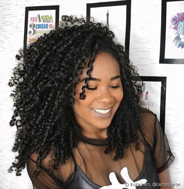 Não passe muito a mão nos cabelos ao longo do dia, isso pode depositar sujeira e resíduos nos seus fios
