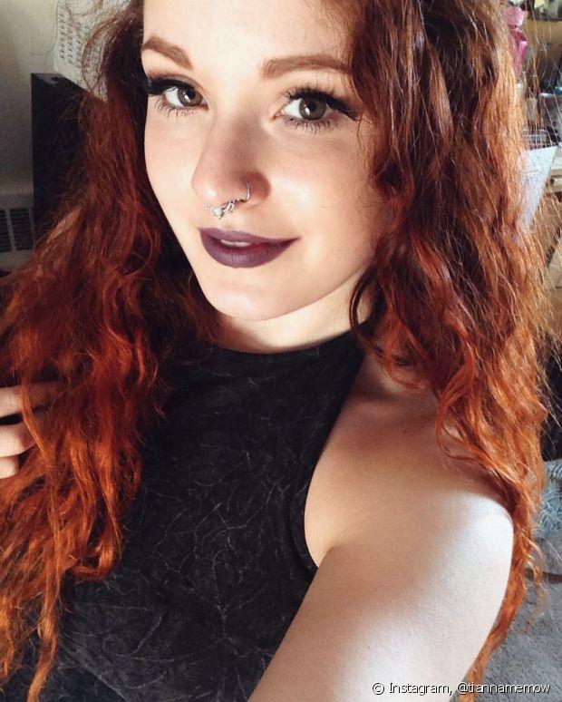 Ao fazer mechas nos cabelos ruivos, é preciso ter cuidados para que a cor não debsote com facilidade