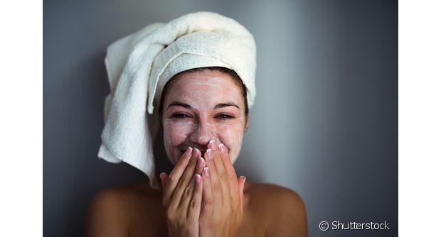 Além de limpar os dentes, o creme dental pode ser usado de diferentes maneiras