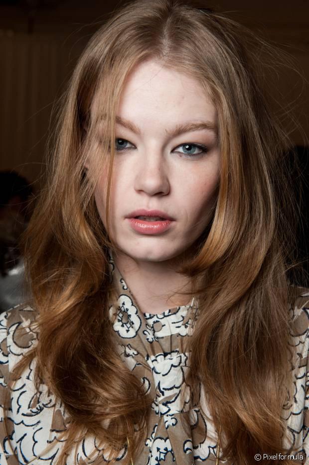 O corte de cabelo em camadas é o mais pedido pelas mulheres que não querem tirar o comprimento dos fios