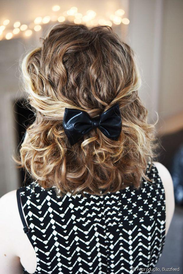 Se você tiver cabelo curto, uma presilha de laço pode deixar seu semipreso muito romântico!