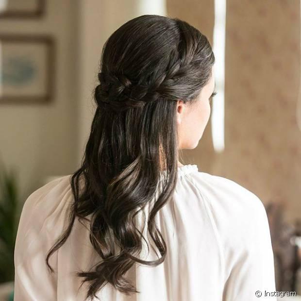 Trançados adicionam charme e jovialidade a penteados para casamentos durante o dia e em locais abertos