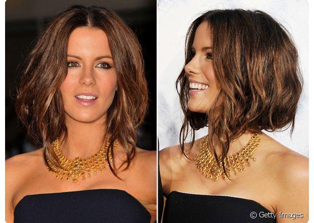 Christina Hendricks deixou uma mecha solta na parte da frente do cabelo para ficar semelhante ao long bob com bico