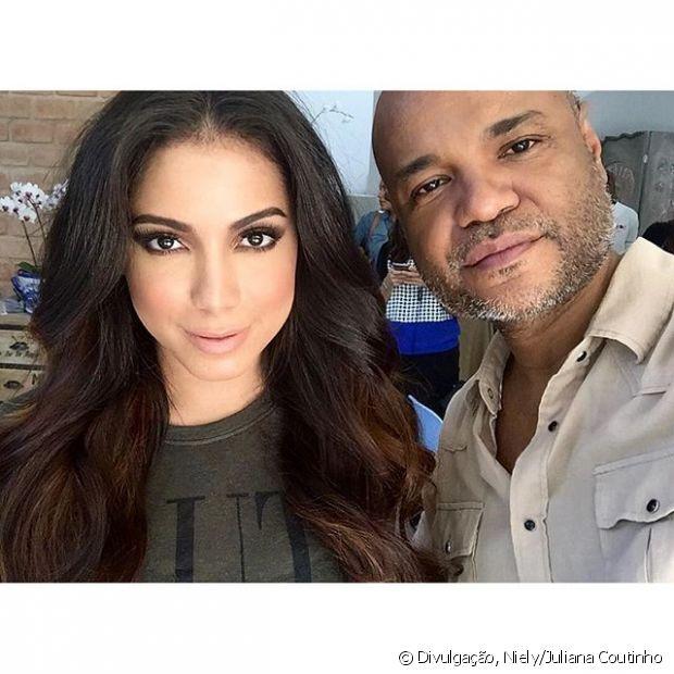 Alê de Souza foi o responsável pelos cabelos impecáveis da cantora na campanha Nutrição Poderosa