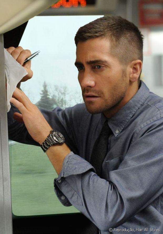 Jake Gyllenhaal também já investiu no corte degradê com a barba serrada