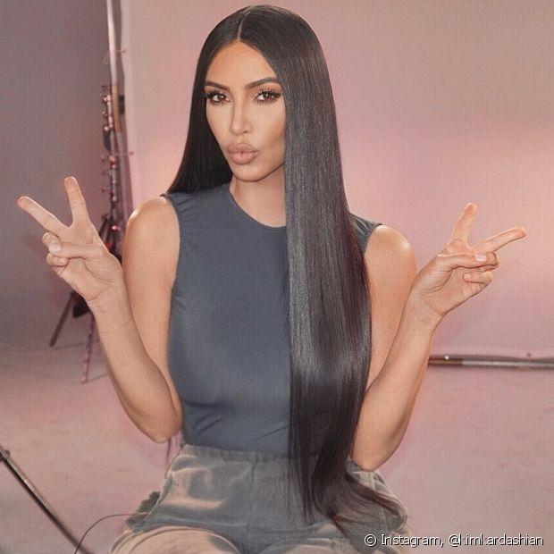 O corte reto é tendência e celebridades como a Kim Kardashian já adotaram o visual do cabelão