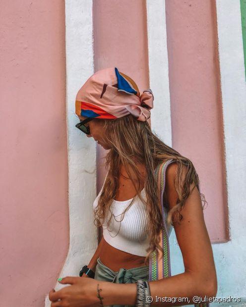 O acessório pode ser utilizado no cabelo ou como um colar, além de personalizar a sua bolsaou pochete durante o verão (Foto: Instagram,@julietapadros)