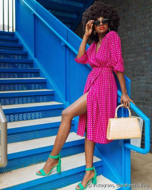 O Fique Diva separou 6 dicas para você usar e abusar do rosa no seu look durante o verão (Foto: Instagram, @authentically.b)