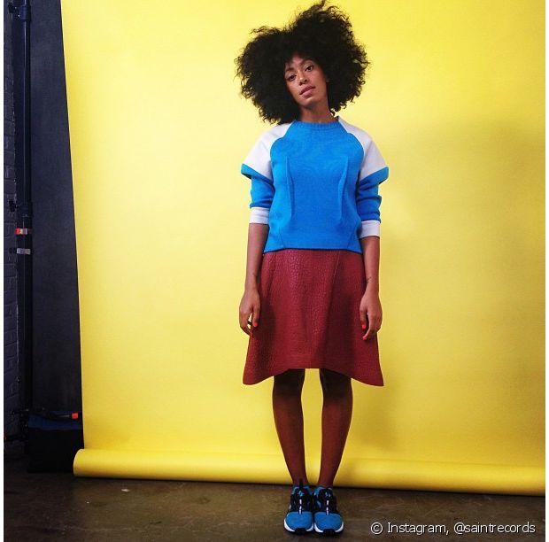 Solange Knowles adora roupas larguinhas e bem coloridas