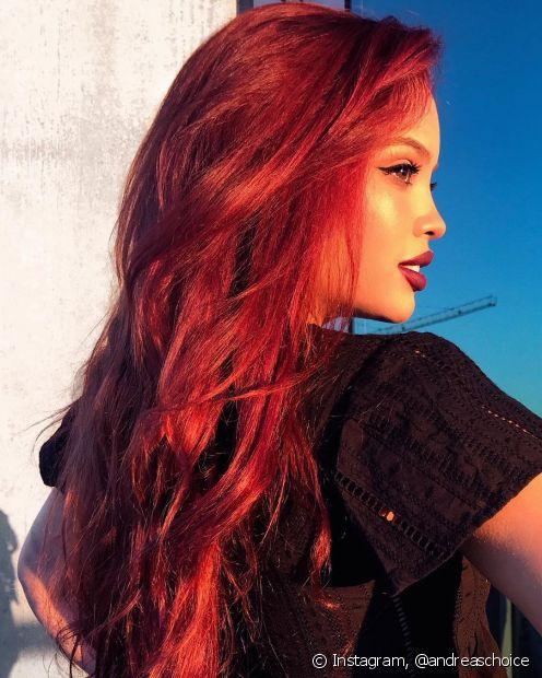 O cereja é um clássico dos cabelos vermelhos para morenas (Foto: Instagram @andreaschoice)