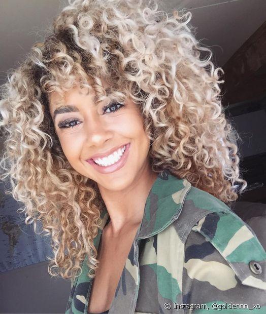 As luzes platinadas são uma forma super moderna de iluminar os cabelos, mas precisam de cuidados específicos para ficarem saudáveis e bonitas. Confira dicas do Fique Diva para cuidar dos fio. (Foto: Instagram, @goldennn_xo)