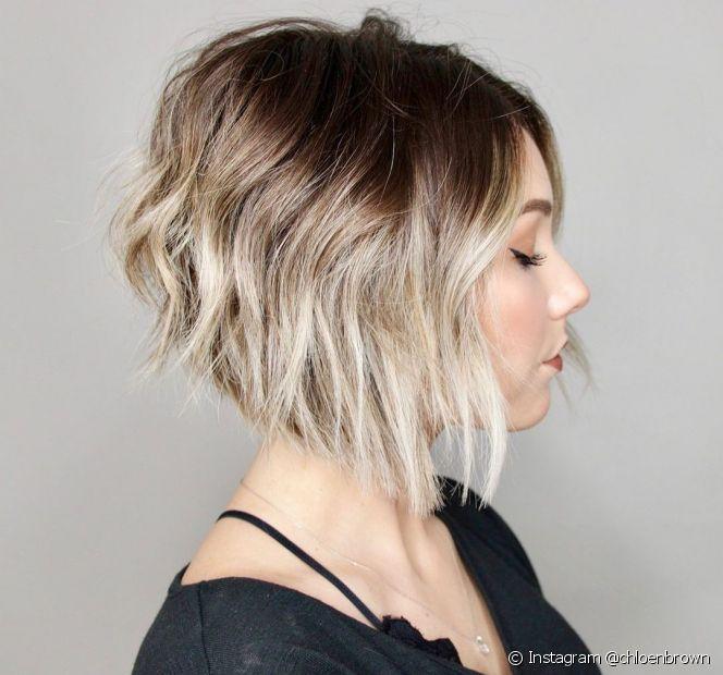 O corte de cabelo degradê feminino cria camadas que dão movimento e estilo aos fios. Confira as fotos para se inspirar! (Foto: Instagram @chloenbrown)