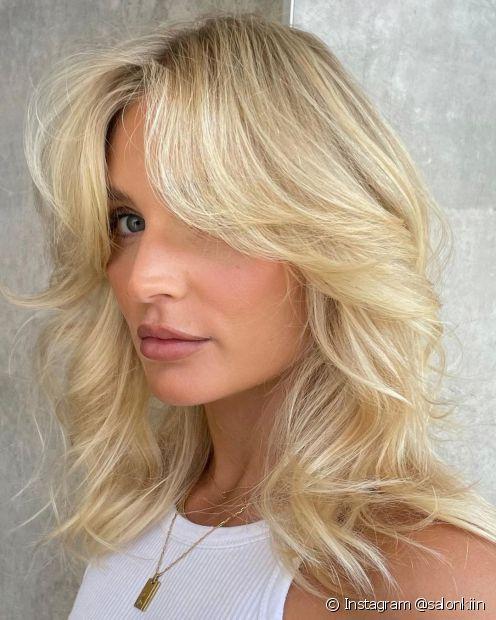 O cabelo platinado pode ser adotado em várias nuances, como o loiro platinado acinzentado, perolado, dourado e branco