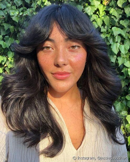 O cabelo preto tem características únicas! Confira 5 motivos para apostar nessa coloração (Foto: Instagram @jessiedaoudhair)