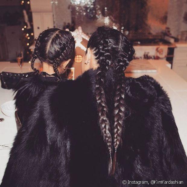 Kim Kardashian também fez as boxer braids no cabelo de sua filha, North West