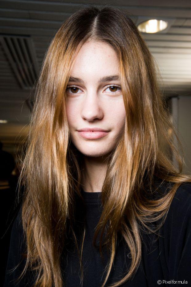 Então, fica a dica: o shampoo desamarelador não vai clarear seu cabelo, se ele parecer estar mais escuro, é porque a cor foi neutralizada e o amarelado desapareceu