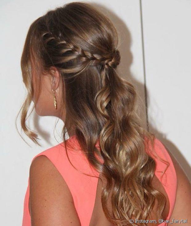 O franjão fica uma graça nesse semipreso com tranças - @hair_fairytail