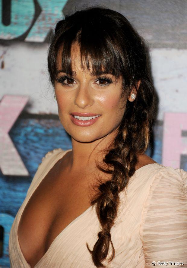 Lea Michele, atriz, usou a franjinha picotada com trança desfiada