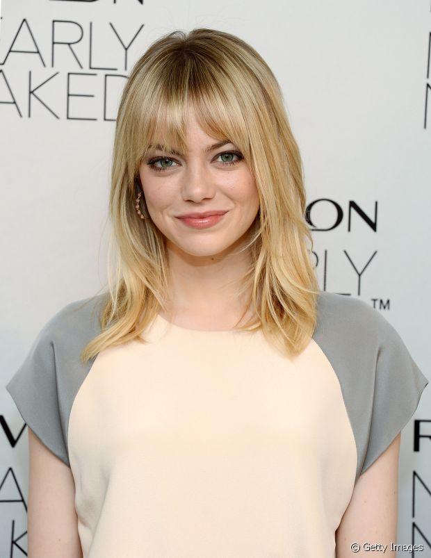 Para conseguir o loiro perfeito, como a atriz Emma Stone, você deve cuidar dos fios antes de aplicar a coloração