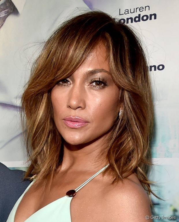 Morenas, que têm a pele oliva como a de Jennifez Lopez, ficam bem com os loiros dourados, mel e caramelo
