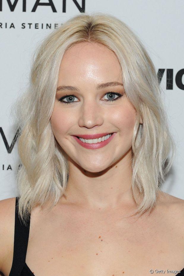 Jennifer Lawrence tem o biotipo que se encaixa melhor nos loiros totalmente descoloridos: ela é loira naturalmente, tem a pele branca e olhos claros