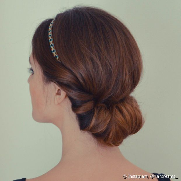 O coque enroladinho com tiara é super simples de fazer e fica super fofo - @hairdreams_