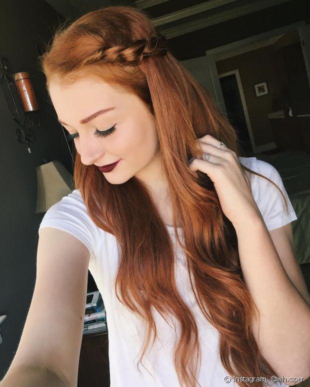 Os penteados ficam bem estilosos quando usados no tom de ruivo