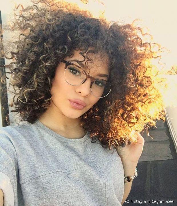 Quem tem os cabelos mais finos também podem se beneficiar com essa técnica, pois é possível fazer camadas sutis, com fios mais encorpados, sem alterar o comprimento