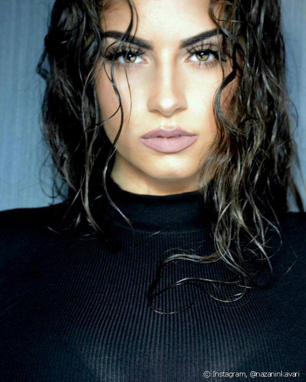 Quem tem fios cacheados precisa levar em consideração o encolhimento natural dos cabelos