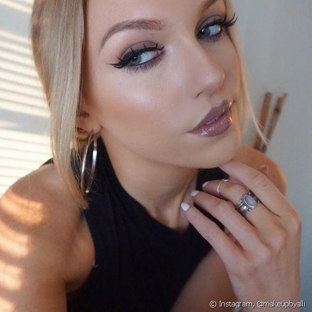 As mulheres de traços mais finos também podem conseguir mais volume na boca graças a alguns truques bem simples de maquiagem, que você pode testar em casa