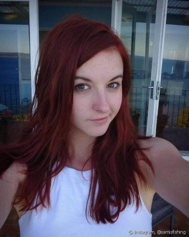 Para quem pinta o cabelo, em especial as ruivas, é fundamental usar produtos que tenham filtro UV em sua composição para o tom não desbotar