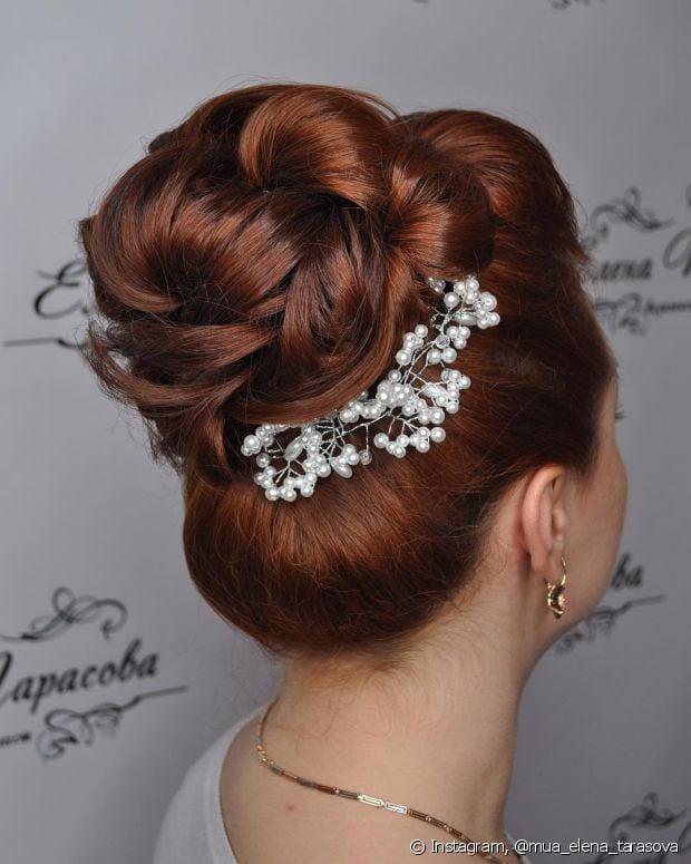 Não abre mão do penteado totalmente preso no dia do seu casamento no civil? O estilo mais clássico de todos pode te ajudar