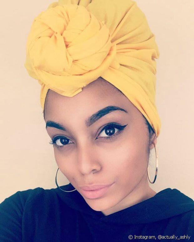 O mais legal do turbante é que você pode usá-lo em diversas ocasiões, seja um lugar mais informal ou um evento chique. É só variar o material do tecido