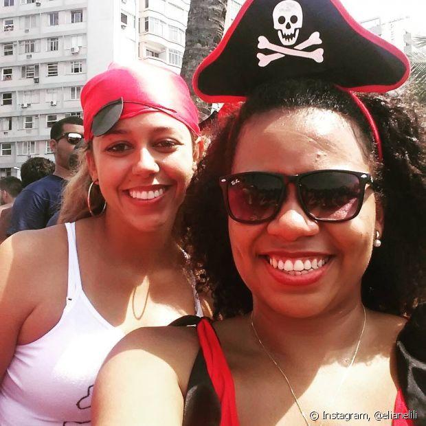 Pra sair de pirata, você só precisa de uma tiara ou mesmo um lenço vermelho. Não esqueça o tapa olho!