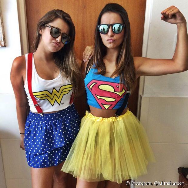 Se não tiver uma fantasia pronta, use a camiseta de seu herói ou heroína favoritos