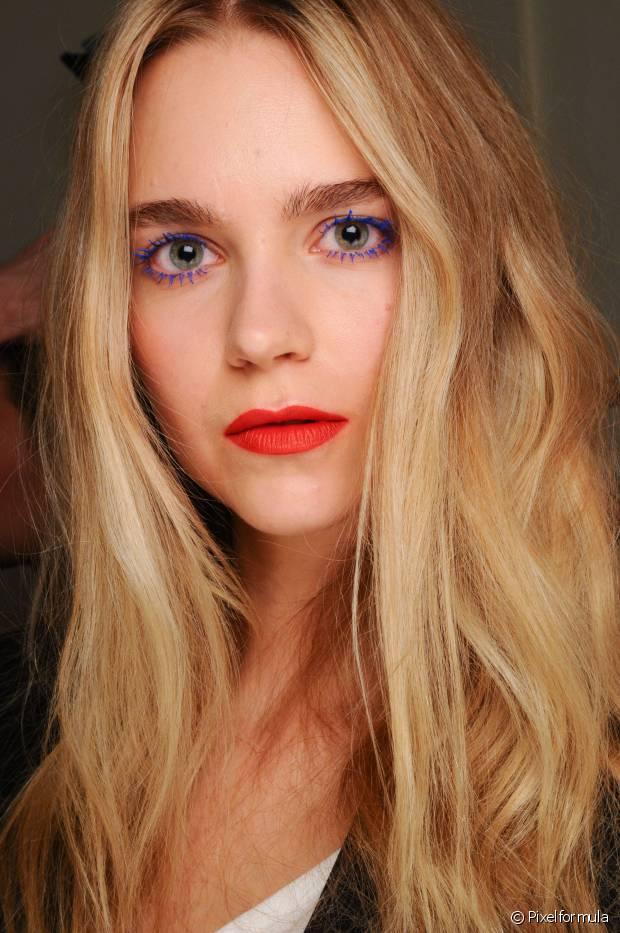 As mulheres de cabelos loiros e pele clarinha que querem acertar no tom do batom devem investir em cores cores vibrantes
