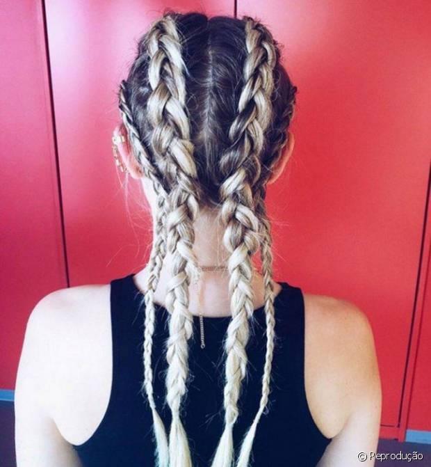 Para quem curte um visual black, também é possível simular as box braids criando tranças mais finas e embutidas