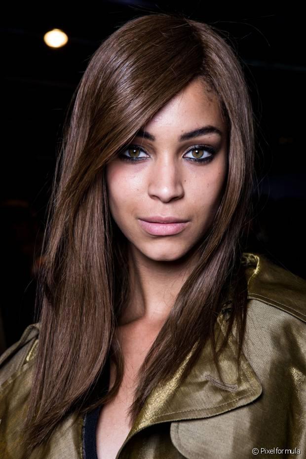 O maior problema não é o resultado da cor no cabelo relaxado, ou seja, não é o volume do oxidante que prejudicará seus fios e sim a amônia
