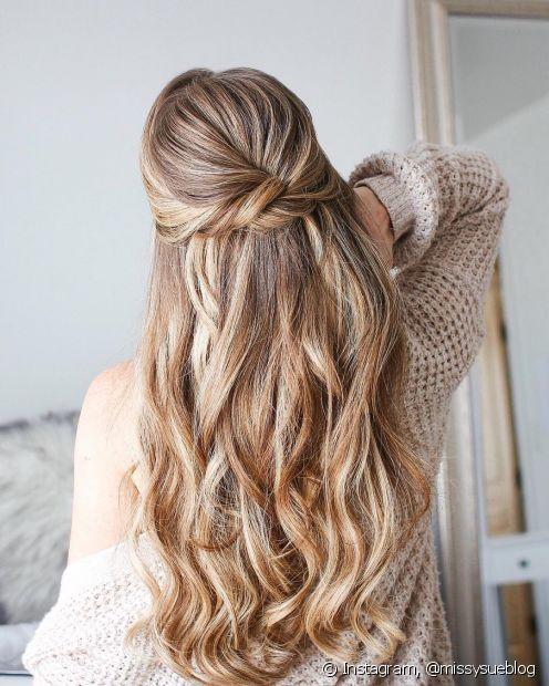 Mechas tordicinhas valorizam o penteado semipreso