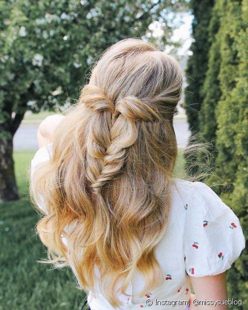 A primeira comunhão é um evento mais formal e, por isso, a escolha do penteado é importante