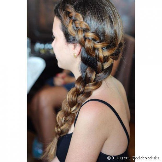 Além de manter todos os fios bem presos, o penteado é superestiloso e você pode variar entre embutidas, laterais, espinha de peixe e por aí vai