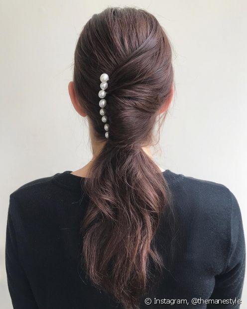 Penteados simples, como o rabo de cavalo, ficam muito mais interessantes com acessórios (Foto: Instagram @themanestyle)