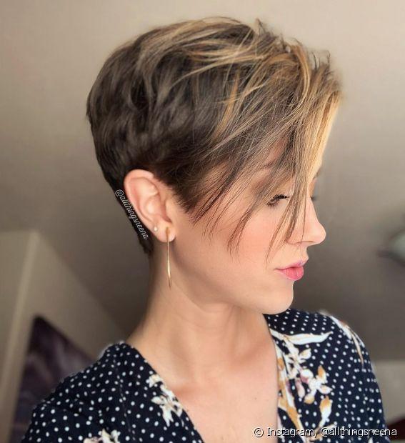 O franjão com o pixie hair é marca registrada para quem gosta de mixar o estilo romântico com o ousado (Foto Instagram: @allthingsneena)