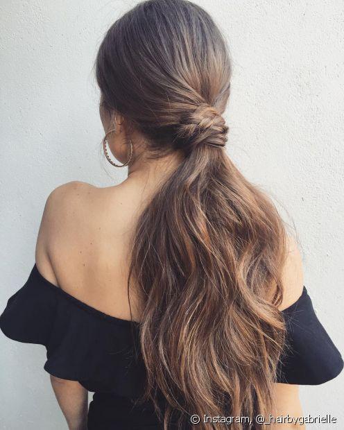 Penteados com rabo de cavalo podem ser muito versáteis e elegantes (Foto Instagram: @_hairbygabrielle)