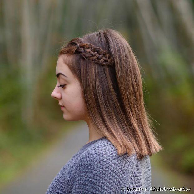 Penteados para cabelos médios e trança lateral super combinam! (Foto Instagram: @hairstylesbygabby)